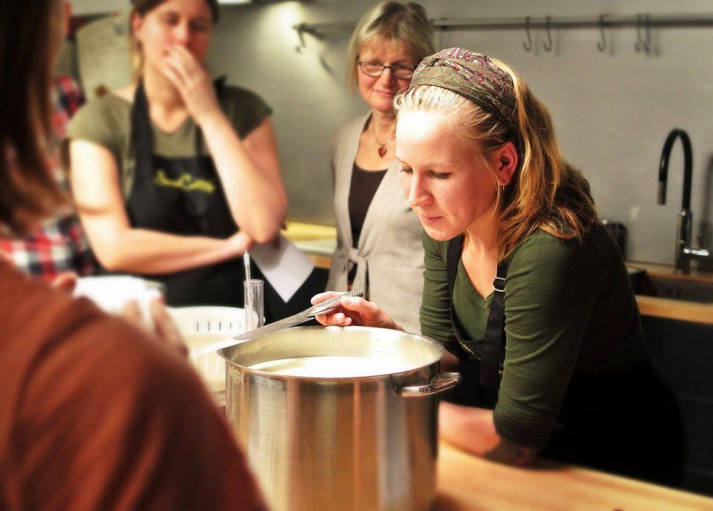 Head-events-seminars-incentive-kitchen-work-team